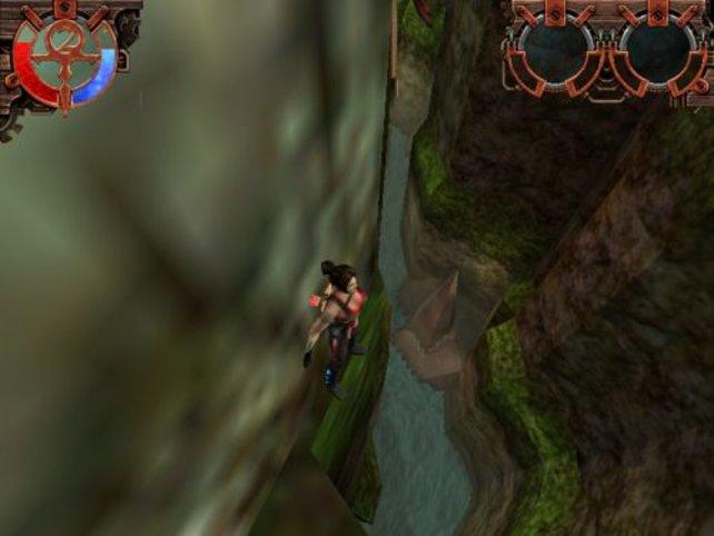Hier geht Julie einen Wandvorsprung entlang.