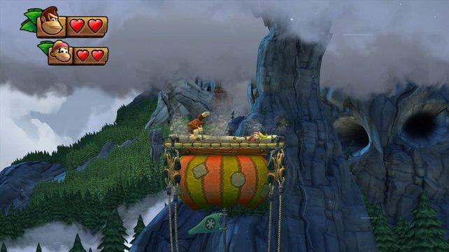 In luftiger Höhe hopst ihr über bunte Ballons.