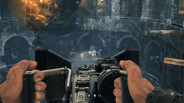 Das Geschütz könnt ihr auch herumtragen, doch nur in der Halterung lädt sich die Munition wieder auf.