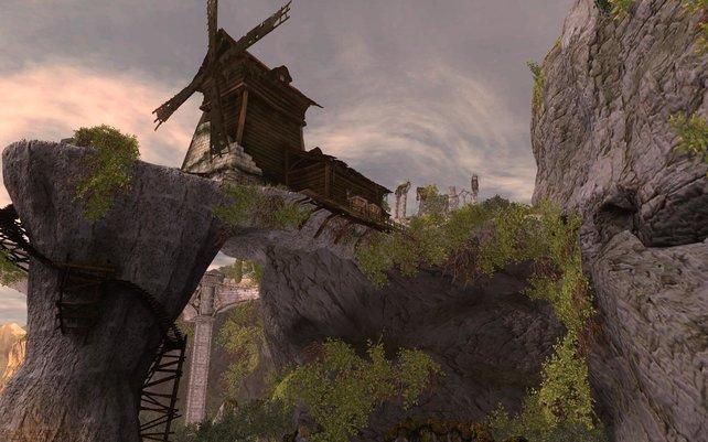 Imposanter Anblick: Mühle auf Felsen mit Sicht auf Venedig.