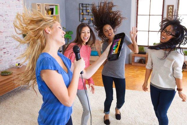 Ob ihr bei Sing Party wohl so abgeht wie diese Mädels? Wohl kaum.