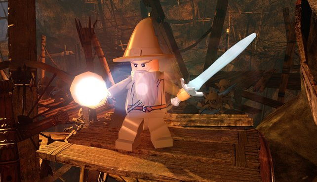 Lego-Gandalf mit Schwert und Zauberstab.
