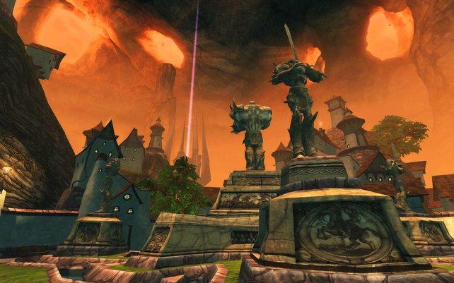Der Statuen-Distrikt in Quarterstone, im Hintergrund könnt ihr das Orakel erkennen