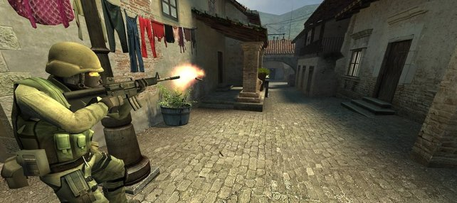 Das erste Spiel mit Source Engine war nicht Half Life 2 sondern Counter-Strike - Source.