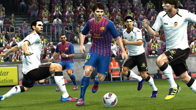 Messi zeigt auch in PES 2013 sein Ballgefühl.