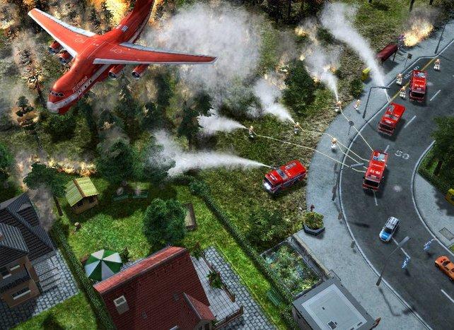 Die Feuerwehr löscht einen Brand