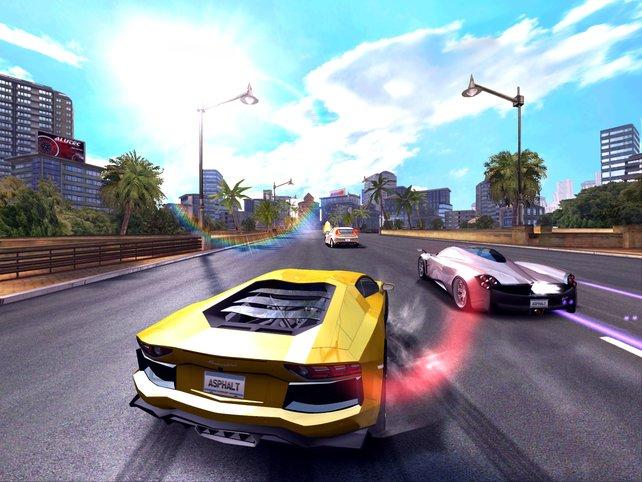 In Ridge-Racer-Manier rast ihr durch verkehrsarme Straßenschluchten.