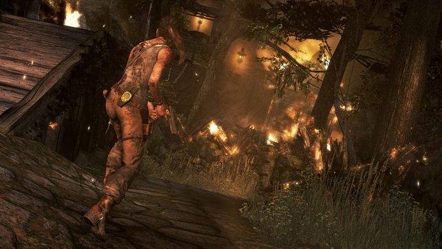 Knarre oder Bogen? Lara weiß, wie sie sich zu Wehr setzt.