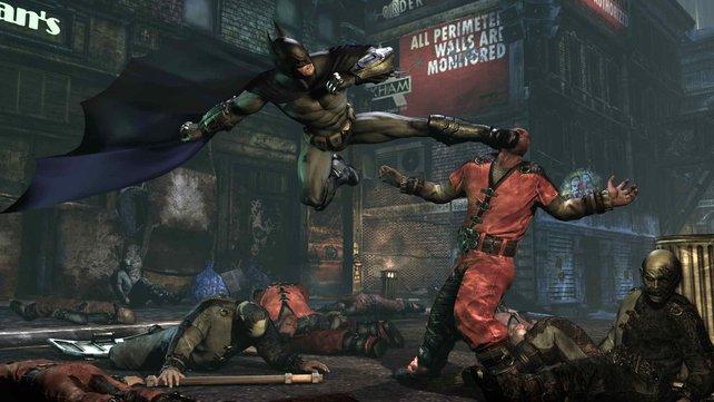 Auch in Arkham City nimmt es Batman wieder locker mit mehreren Gegnern auf.