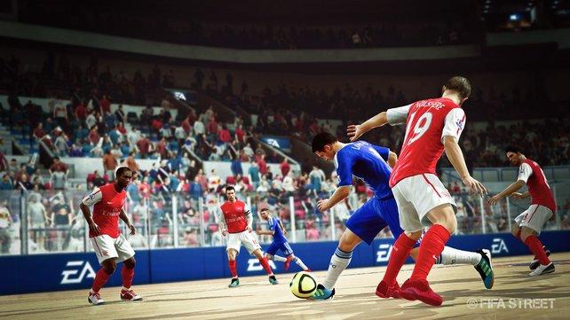 Spielt mit über 100 Original-Mannschaften und Lizenzkickern, wie hier Arsenal und Chelsea.