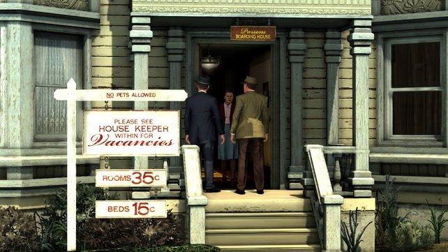 Phelps und sein Partner Galloway befragen die Vermieterin des Opfers. Das Schild weht im Wind.