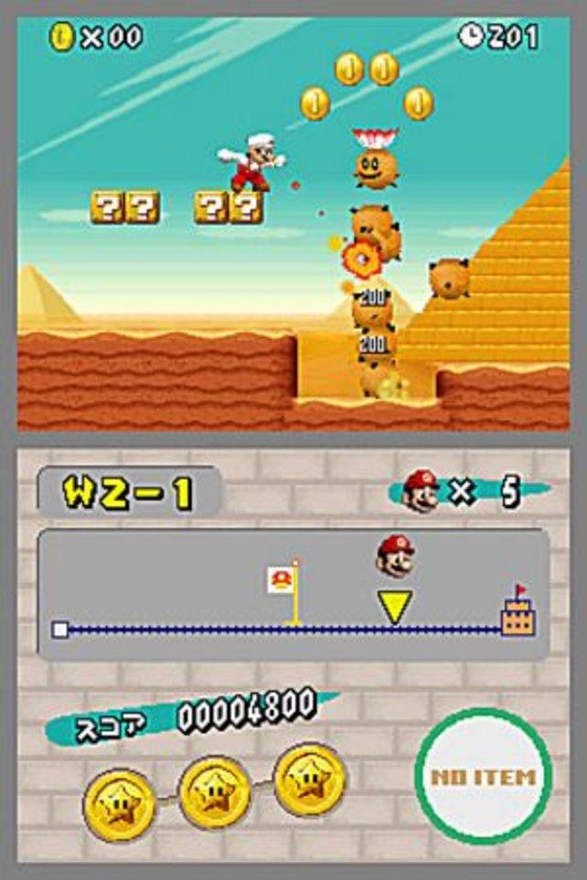 Vor den Pyramiden sammelt ihr Münzen mit Mario.