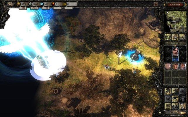 Auf der Landkarte dengeln wir einen Blitz in den Feind, bevor wir ihm auf dem Schlacht-Bildschirm den Rest geben.