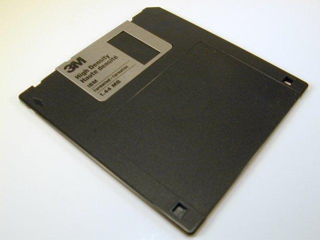 So eine winzige Diskette kann unser Leben vor Strickliesln retten!