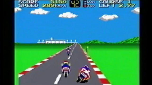 Das Sega Master System ist dem NES technisch leicht überlegen. Im Bild seht ihr das Rennspiel Hang-On für diese Konsole.
