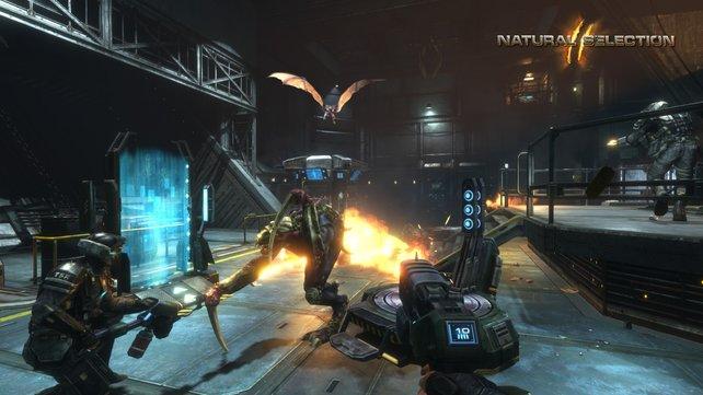 Während die Außerirdischen über spezielle Fähigkeiten verfügen, sind die Menschen völlig auf ihre Waffen angewiesen.