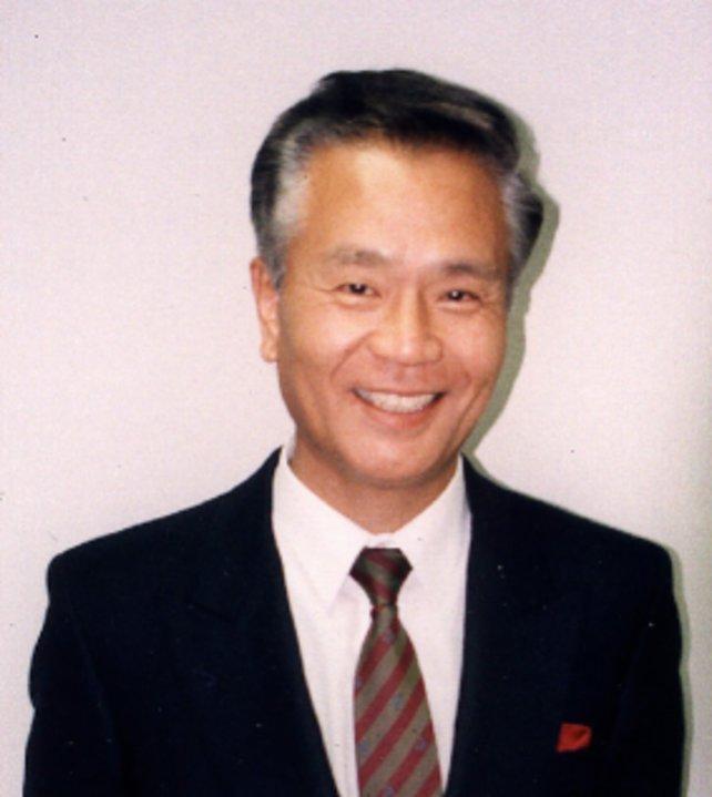 Gunpei Yokoi (1941-1997) leitet die Arbeit am ersten Metroid-Spiel. Elf Jahre später stirbt er bei einem Autounfall.