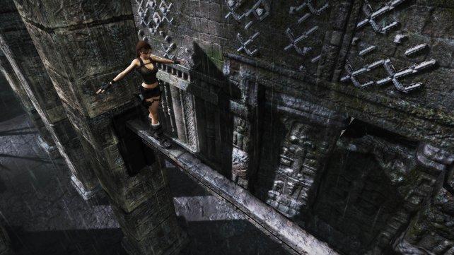 Waghalsige Kletteraktionen vor irrsinniger Kulisse - Lara in ihrem Element.