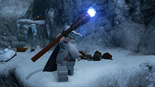 Magier Gandalf macht Licht in der Eishöhle. Auch ihn könnt ihr spielen.