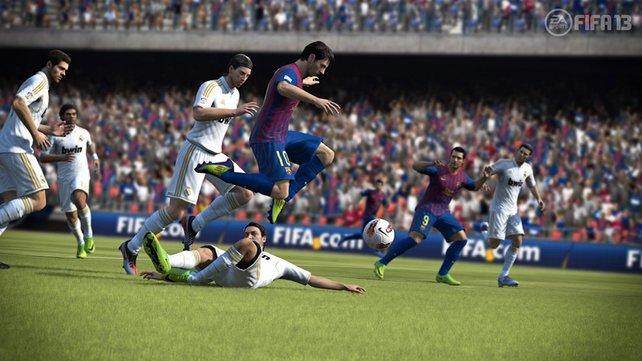 Cover-Star Lionel Messi lässt seine Gegner stehen.