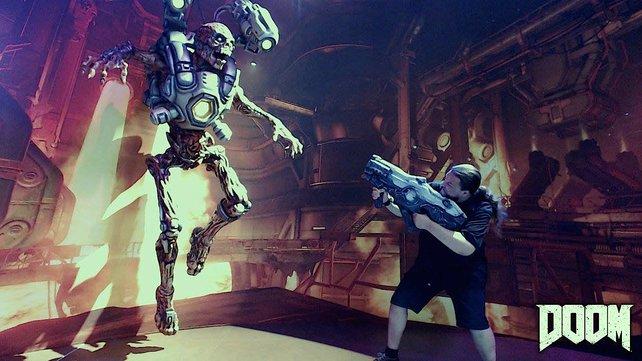 Onkel Jo auf der E3 2015 mit nettem Doom-Fotomotiv.