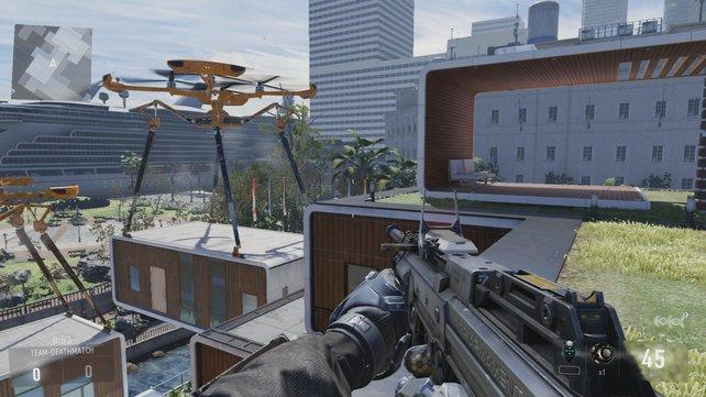 Auf fünf Ebenen gibt es viel Action auf Dächern und einem Innenhof.