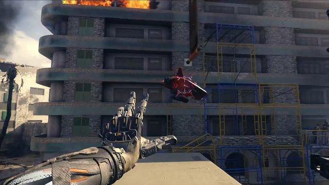 Im Trailer übernimmt der Held per Fingerzeig eine gegnerische Flugdrohne.