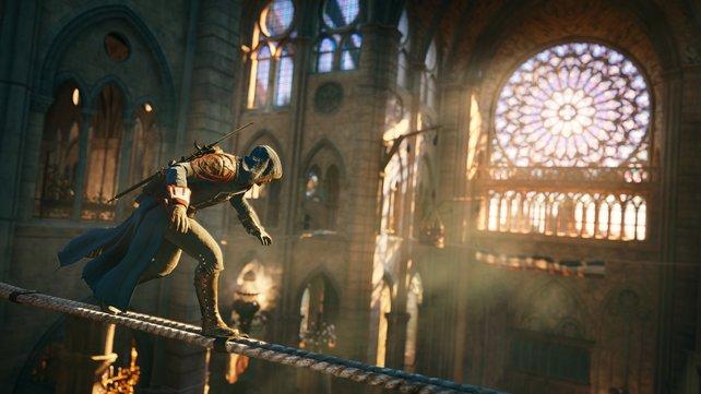 Arno schleicht in der Kathedrale Notre-Dame zu seinem Opfer.