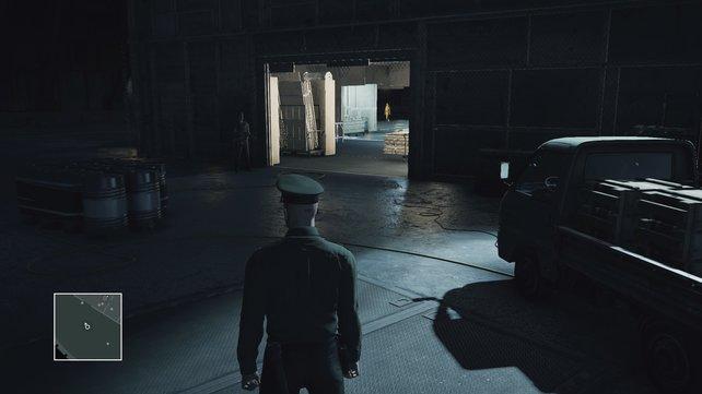 Betretet den Hangar über den Westeingang