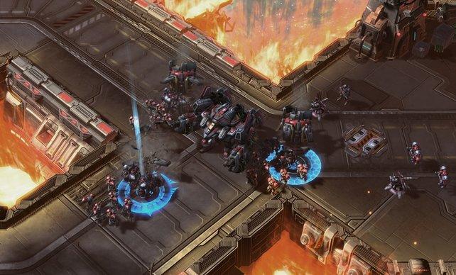 Die Terraner versuchen die Kreuzung zu halten.