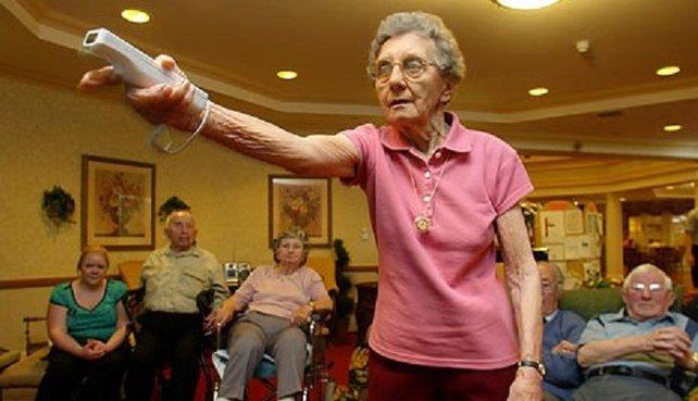 In die Altersheime schafft es nur die Wii. In England entdeckt eine 103-Jährige ihr Talent, das bislang unerkannt in ihr geschlummert hatte: Wii-Bowling
