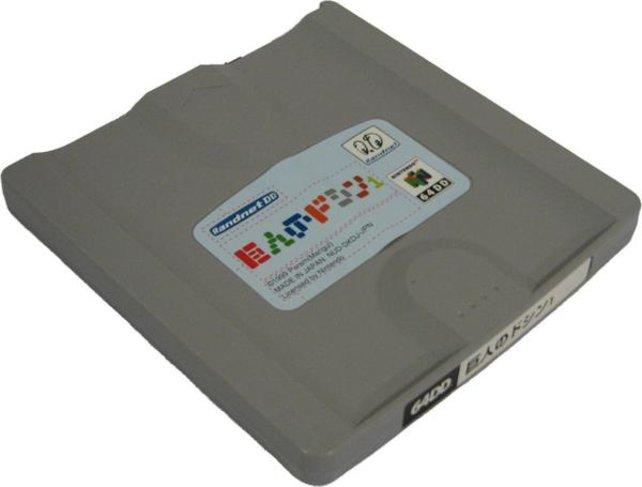 Geschätzt 15.000 Geräte und vielleicht ein paar mehr dieser beschreibbaren Disketten setzt Nintendo ab. Wie schon mit einem Famicom-Modem von 1988 könnt ihr mit dem DD auch ein paar Online-Dienste nutzen.