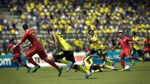 Ribéry passt Gomez in den vollen Lauf. Auf dem Flügel startet auch Thomas Müller durch.