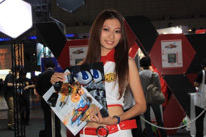 Hübsche Hostessen fehlen auch auf der Tokyo Game Show 2013 nicht.