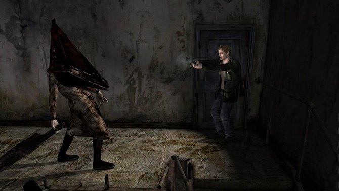 Im Bezug auf Gruselstimmung ähnelt Downpour tatsächlich dem alten Silent Hill 2 - Director's Cut (erstes Bild). Mit dem direkten Vorgänger Silent Hill - Homecoming (zweites Bild) hat ...