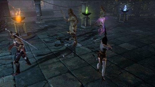 In Dungeon Siege 3 greift ihr mit Gewehren aus der Entfernung, oder mit dem Schwert im Nahkampf an.