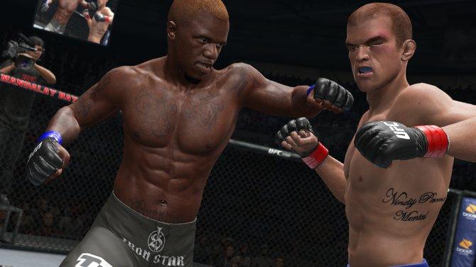 Und volle Kanne ins Gesicht mit der Faust! So läuft das bei UFC-Kämpfen.