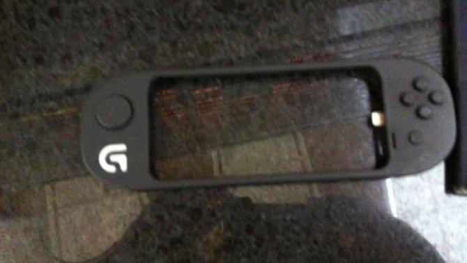 Wie eine Hülle wirkt dieser Controller für das iPhone 5, an dem Logitech zurzeit angeblich werkelt.