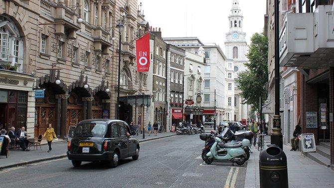 Überraschend sonnig begrüßte uns die britische Hauptstadt. Im ...