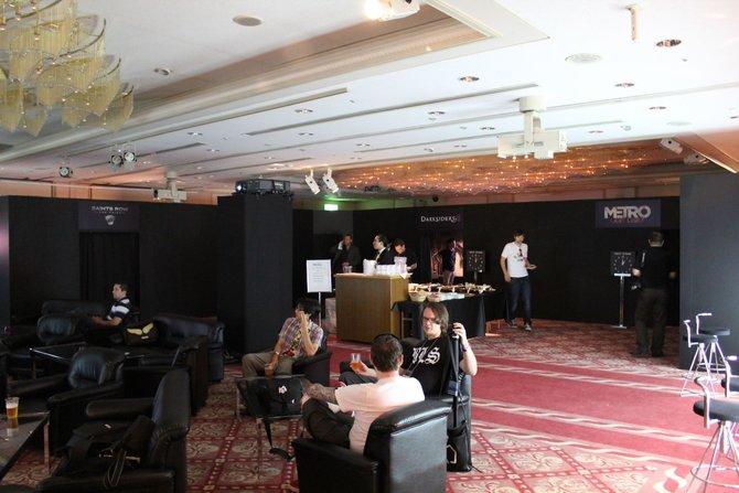 Eine Straße von der Tokio Game Show entfernt finden sich Journalisten aus aller Welt in der THQ-Lobby ein. ...