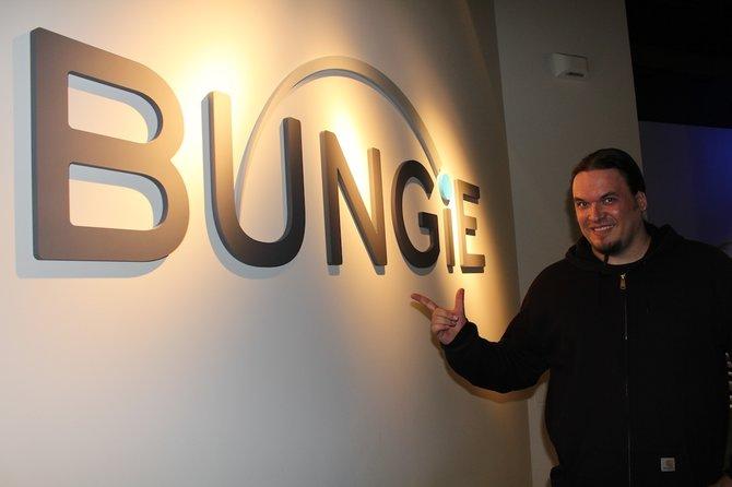 Onkel Jo zu Gast bei Bungie.