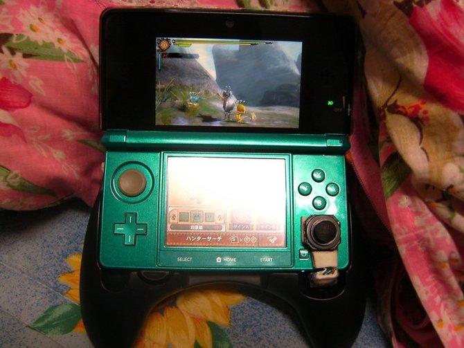 Wer genauer hinschaut, entdeckt unten rechts den PSP-Analogstick an Nintendos 3DS.