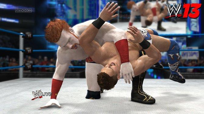 """Der """"Irische Fluch"""" und Wrestling-Bösewicht Sheamus ringt einen Kontrahenten nieder. Mit dem Rotschopf ist nicht zu spaßen."""