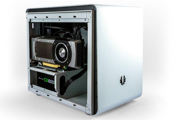 Die Steam Machine von Webhallen schlägt mit 1100 Euro zu Buche.