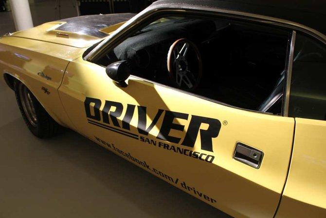 Im linken Bild seht ihr ein Auto im Driver-Design. Das ist auch das ...