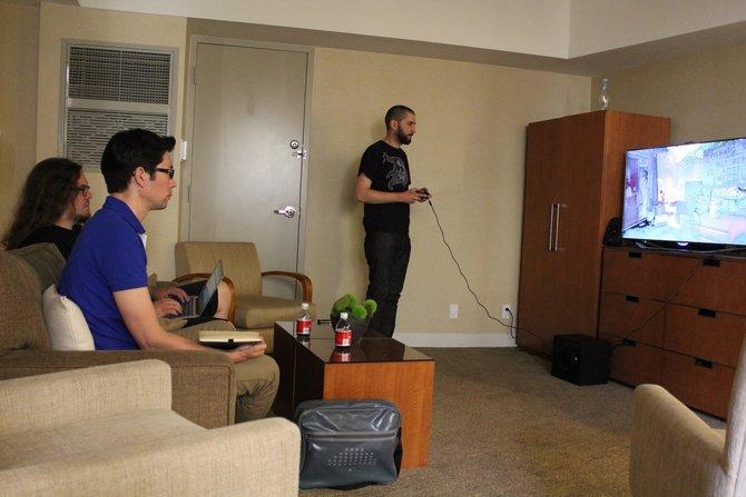 Level Design Direktor Mark Thompson präsentiert uns in einem Hotel Zimmer in Los Angeles ...
