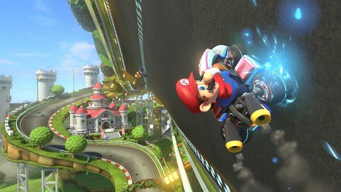 Mario geht an die Decke! In Mario Kart 8 könnt ihr auch kopfüber fahren.
