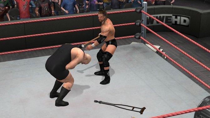 Von links: Triple H in Smackdown vs. Raw 2011 - hier bekommt Big Show ...