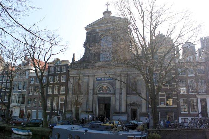 Ein ungewöhnlicher Rahmen: In einer prächtigen Kirche ...