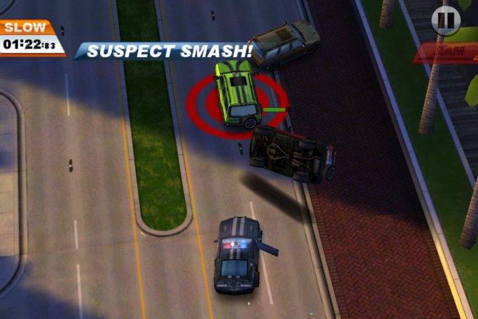 Mit einer gezielten Attacke überschlägt sich das verfolgte Auto.